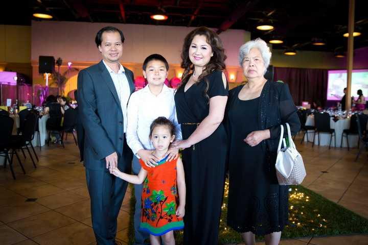 Đây là một hoạt động cộng đồng giúp cô gần gũi hơn với mọi người cũng như có thể góp chút ít sức của mình vào quỹ từ thiện. Ở hàng ghế khán giả còn có sự xuất hiện của gia đình Jennifer Chung, bà ngoại, ba mẹ và các em đều đến cổ vũ cho cô. Jennifer Chung luôn cảm thấy mình may mắn khi được sống trong tình yêu thương của mọi người .