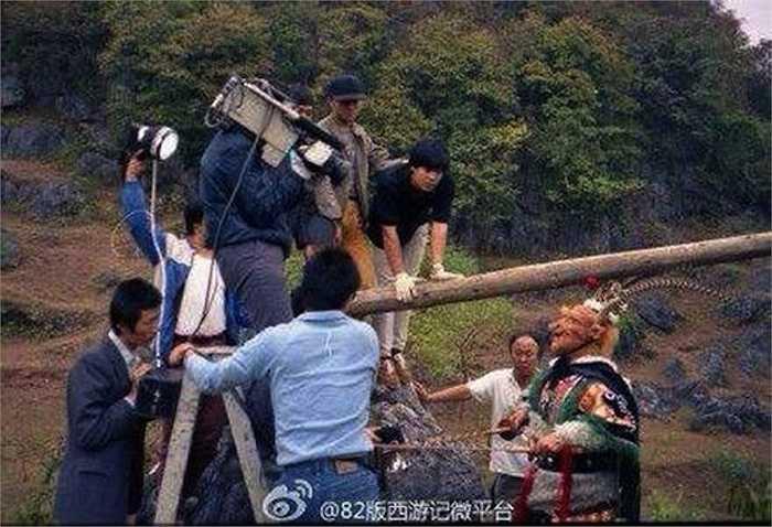 Nhân viên quay phim làm việc vất vả để có những cảnh quay đẹp.