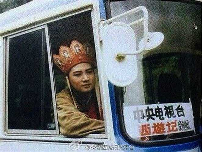 Đường Tăng không cưỡi ngựa mà ngồi xe ô tô!