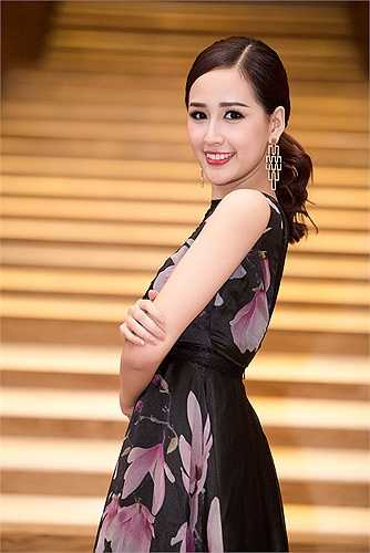 Màu sắc của trang phục giúp tôn lên làn da trắng hồng của người đẹp.