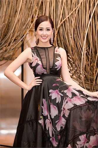 cùng ngắm thêm những hình ảnh đẹp của Mai Phương Thuý trong sự kiện: