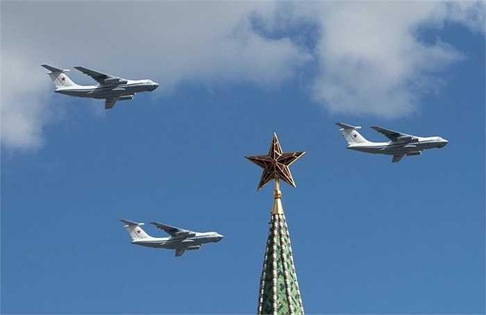 Máy bay vận tải Il-76