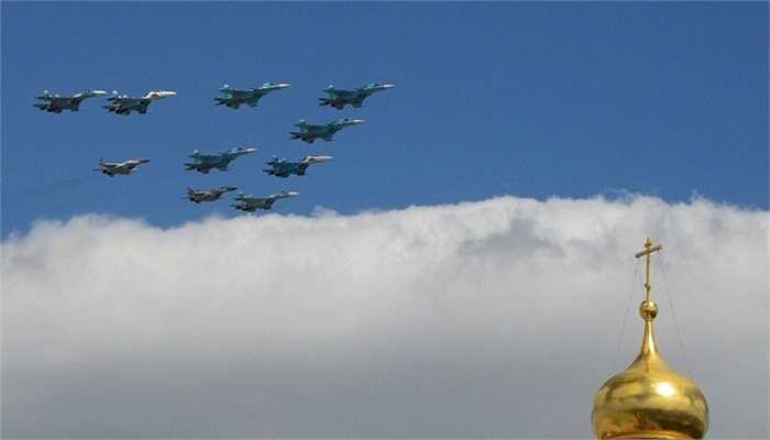 Đội hình bay gồm Su-34, Su-27 và MiG-29