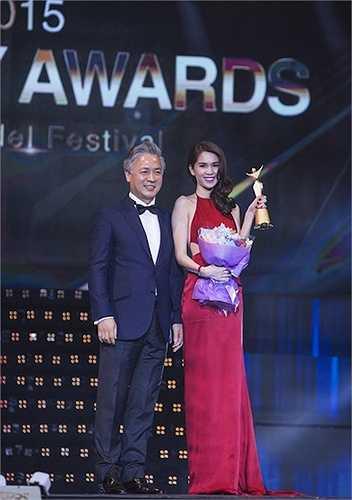 Ngay sau khi vừa đến Hàn Quốc nhận giải thưởng Nữ hoàng bikini châu Á do Hiệp hội người mẫu Hàn Quốc trao tặng, Ngọc Trinh đã dính tin đồn mua giải.
