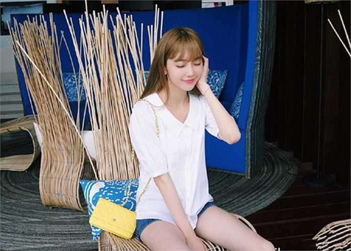 Hàn tốt nghiệp Đại học Tô Châu, Trung Quốc và từng là người mẫu của một số nhãn hiệu nước ngọt, người mẫu ô tô