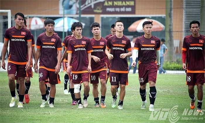Đội U23 Việt Nam sáng nay tập tại sân LĐBĐ mà không có sự hướng dẫn trực tiếp của HLV Miura (Ảnh: Quang Minh)
