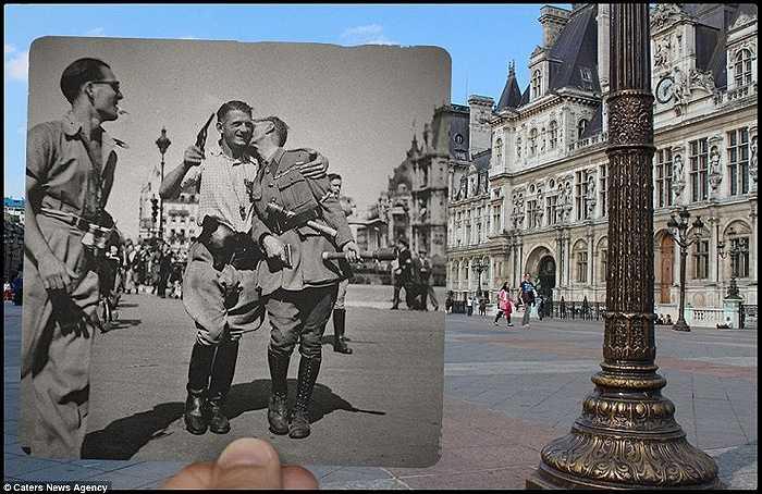 Những người lính ăn mừng thắng lợi trước khách sạn De Ville năm 1940