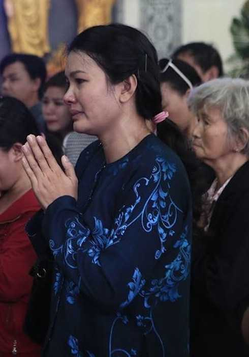 Nữ diễn viên Kiều Chinh rơi lệ vì tiếc thương 'đàn em'.