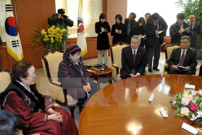 Cuộc gặp giữa Ngoại trưởng Hàn Quốc và những phụ nữ từng bị ép buộc phục vụ tình dục cho lính Nhật