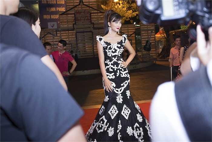 Cô cũng đến dự buổi ra mắt bộ phim điện ảnh do cô thủ vai nữ chính.
