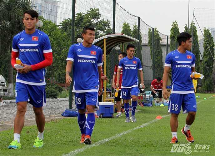 4 cầu thủ không thể tham gia tập cùng đội chiều 7/5 là Hoàng Lâm, Thanh Hiền, Huỳnh Tấn Tài, Huy Hùng.