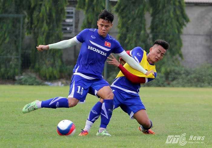 Ở bài thi đấu đối kháng, các cầu thủ thi đấu rất quyết liệt, không khác một trận đấu chính thức.