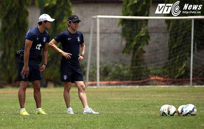 Shin Tae-yong bắt đầu sự nghiệp huấn luyện khi được mời về ngồi ghế thuyền trưởng tại CLB Seongnam Iihwa Chunma. Ông nhanh chóng thể hiện tài năng trên cương vị mới khi dẫn dắt Seongnam giành ngôi Á quân K-League 2009, vô địch FA Cup 2011.