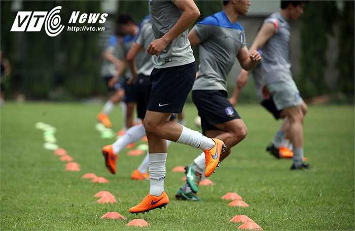 Sự nghiêm khắc của HLV trưởng khiến buổi tập của U23 Hàn Quốc diễn ra vô cùng nghiêm túc