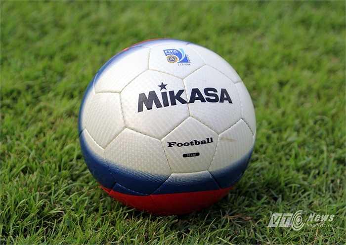 Tuy nhiên, Mikasa không phải là hãng chuyên về sản xuất bóng đá. Hãng này nổi tiếng với việc sản xuất bóng chuyền.