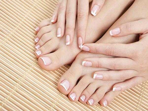 Ngón tay đeo nhẫn dài: Ở phụ nữ, nếu ngón tay đeo nhẫn dài hơn ngón trỏ thì họ có nguy cơ mắc bệnh loãng xương cao. Thế nhưng với nam giới, điều này lại hoàn toàn bình thường, nam giới thường có ngon tay đeo nhẫn lớn hơn ngón trỏ.