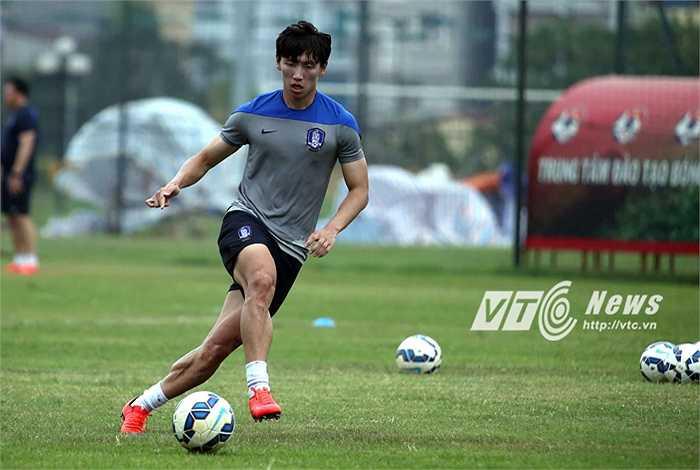 Tuy nhiên, trận đấu với U23 Việt Nam diễn ra vào lúc 19h nên không ảnh hưởng nhiều tới các cầu thủ.(Ảnh: Quang Minh)