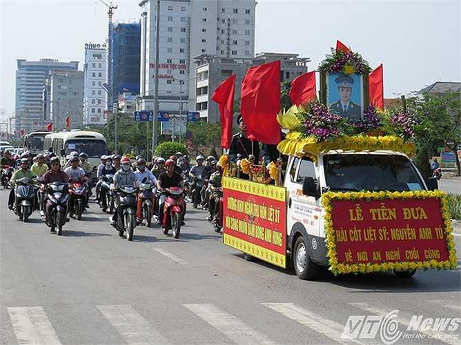 Vậy là thiếu tá Nguyễn Anh Tú được đi trên con đường phố thân yêu lần cuối, trước khi về nơi an nghỉ ngàn thu.