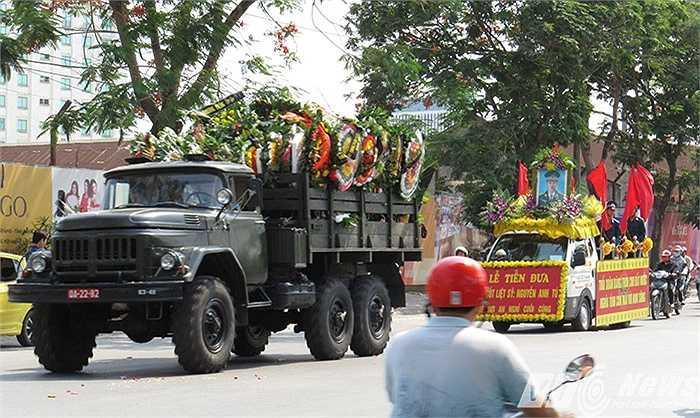 Thân nhân, đồng chí, đồng đội đã đến viếng, chia buồn và tiễn biệt thiếu tá Nguyễn Anh Tú về nơi yên nghỉ cuối cùng