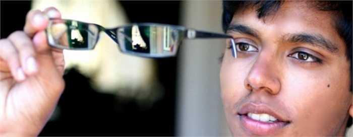 Yash Gupta. Hiện sống tại California, Mỹ, cậu bé Gupta đã từng thành lập một tổ chức  phi lợi nhuận mang tên 'Sight Learning' với hoạt động chính là thu thấp những chiếc kính đeo mắt bỏ đi để tái chế và mang đến cho những người cần chúng. Từ năm 2011, Gupta đã quyên góp được hơn 9.500 cặp kính mắt với trị giá gần 500.000 USD tới tay những trẻ em ở Haiti, Honduras, Ấn Độ và Mexico.