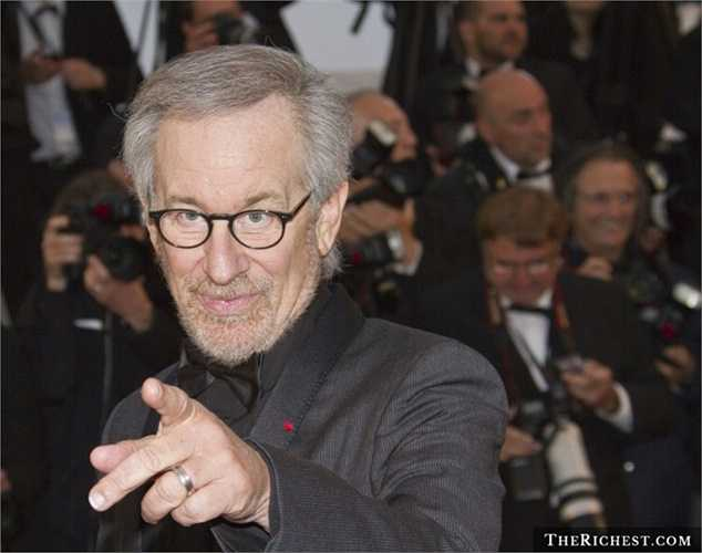 Steven Spielberg - tài sản 3,6 tỷ USD. Đạo diễn nổi tiếng với series Công viên kỷ Jura hoành tráng từng là sinh viên của Đại học Bang California nhưng ông đã bỏ ngang để đến với hãng phim Universal và trở nên thành công như hiện tại