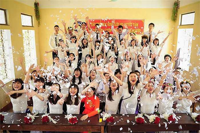 Tự hào và hạnh phúc khi các bạn học sinh đã cùng nhau gắn bó 3 năm dưới mái trường cấp 3