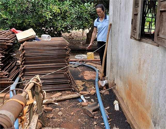 Ông  Nguyễn Văn Toại, Trưởng ấp Lạc Sơn cho biết: 'Bọ đậu đen gây xáo trộn cuộc sống người dân. Chúng tôi mong cơ quan chức năng có biện pháp diệt trừ để giúp dân ổn định cuộc sống'.