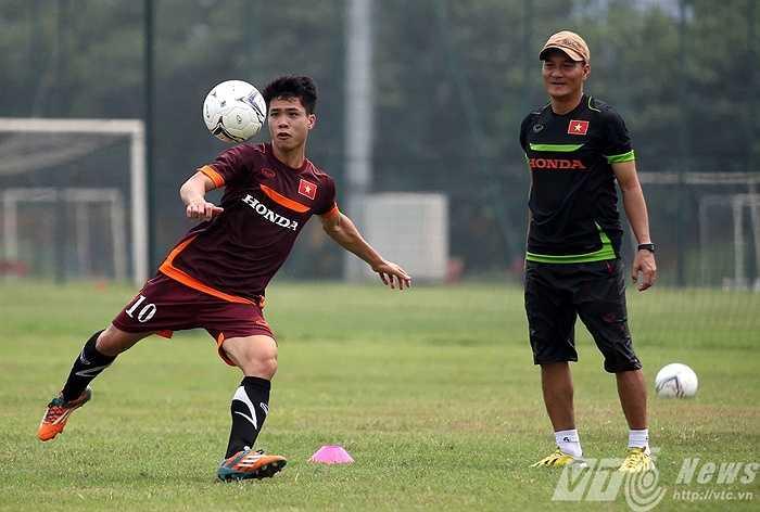 Sau 1 buổi tập cùng U23 Việt Nam, sáng nay 7/5 Công Phượng cùng Huy Toàn, Minh Tùng, Phi Sơn được đôn lên ĐT Việt Nam