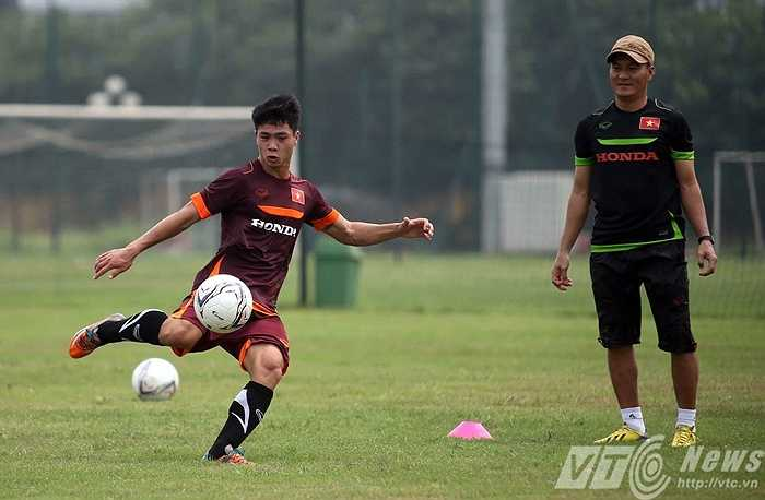 Tiền đạo xứ Nghệ lao vào tập luyện