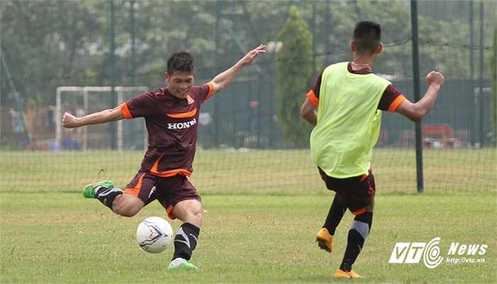 HLV Miura cũng tranh thủ rèn luyện các bài tập tấn công từ tuyến 2 ở những đường bóng bật ra từ phạt góc