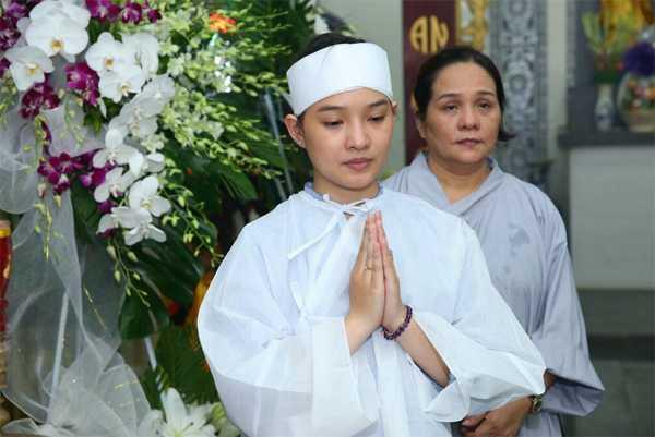 Kiều Oanh kết hôn với Duy Nhân chưa được một năm đã trở thành góa phụ.