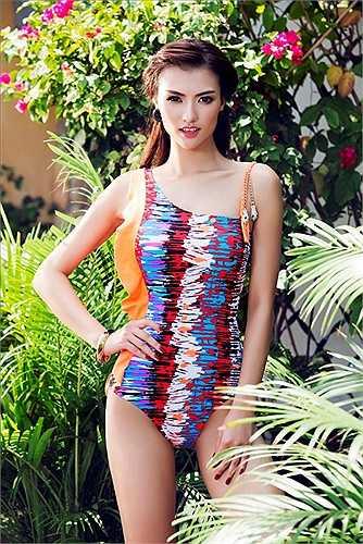 Bộ hình chụp áo bơi này của Hồng Quế nhận được nhiều lời khen từ công chúng