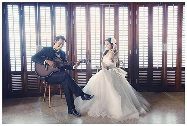 Album cưới được thực hiện trước ngày hôn lễ mang nét đẹp lãng mạn.