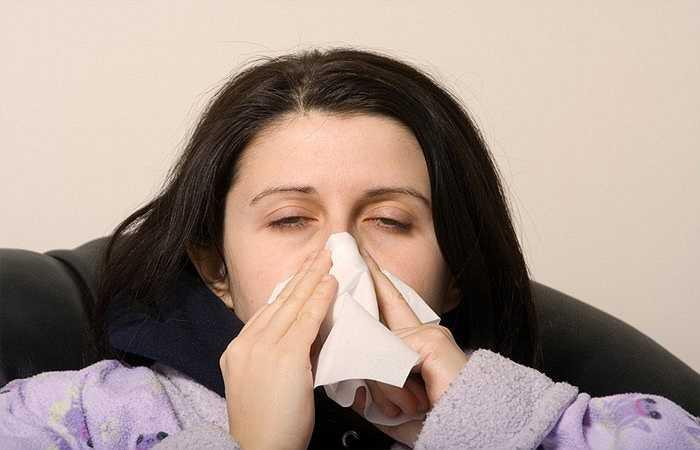 Lây lan bệnh truyền nhiễm: Điều hòa nhiệt độ không được làm sạch thường xuyên, và có xu hướng bám bụi và nấm mốc, sau đó những thứ này sẽ được lưu thông xung quanh phòng. Điều này không chỉ khiến các bệnh dị ứng trầm trọng thêm mà còn gây ra tất cả các vấn đề hô hấp khác. Điều hòa nhiệt độ cũng 'giúp' lây lan bệnh truyền nhiễm khác qua không khí và lây nhiễm sang nhiều người cùng một lúc.
