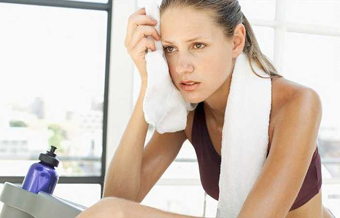 Làm bệnh mãn tính trầm trọng hơn: Nếu bạn bị bệnh mãn tính, nó sẽ chỉ trầm trọng hơn khi ngồi trong phòng lắp điều hòa không khí. Điều này là do ngồi dưới điều hòa không khí có xu hướng làm trầm trọng thêm các triệu chứng như huyết áp thấp và viêm khớp. Nó cũng khiến bạn khó kiểm soát cơn đau.