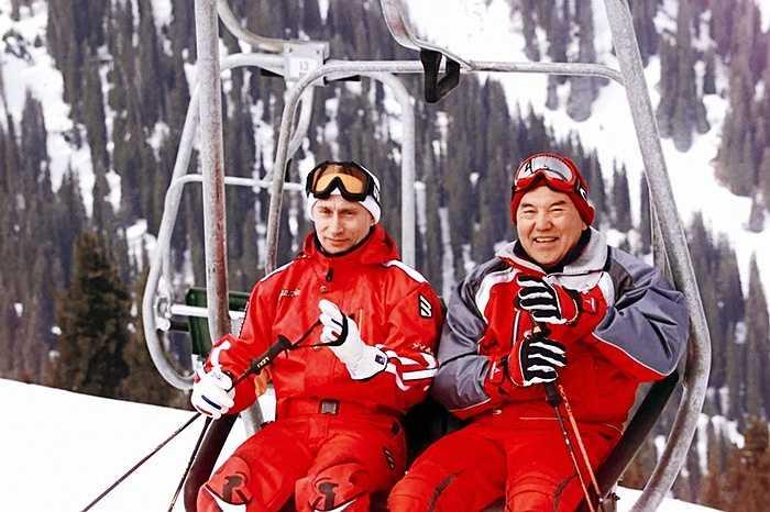 Hai tổng thống Nga và Kazakhstan, ông Vladimir Putin và ông Nursultan Nazarbayev trong ngày nghỉ tại khu nghỉ mát trượt tuyết núi Chimbulak ở Kazakhstan