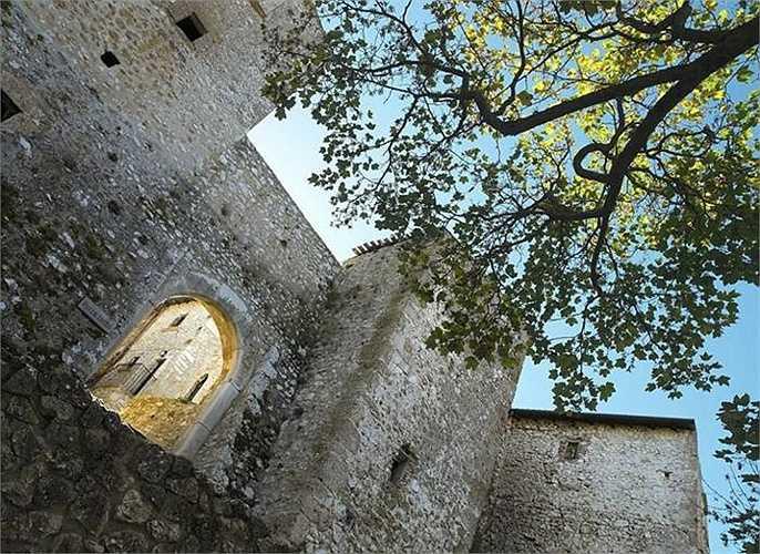 Thị trấn Santo Stefano Sextantio chứng kiến dòng người bỏ ra ngoài tìm việc khiến cho nơi đây trở nên hoang vắng