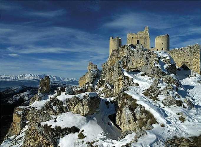 Ảnh cận cảnh Rocca calascio nơi từng là pháo đài