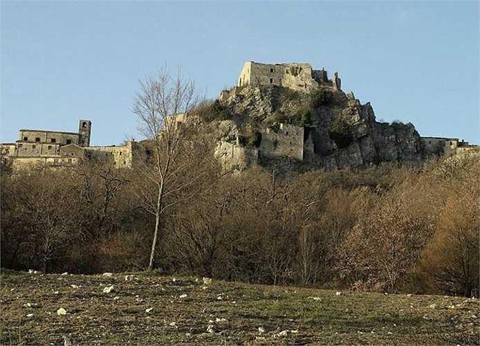 Thị trấn Rocchetta al Volturno bị bỏ hoang từng là tu viện lớn