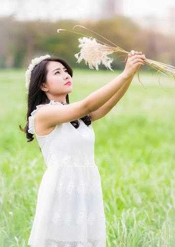 Thảo Rosy chụp bộ ảnh này để lưu giữ lại những bức ảnh đẹp cùng với hoa cỏ lau.