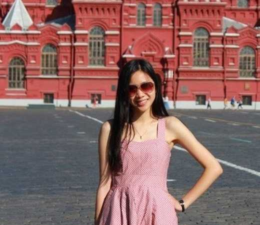 Liên sinh ra và lớn lên giữa hai nền văn hóa khác nhau là Việt và Nga nên được tiếp thu những tinh hoa của văn hóa của hai nước.Cô học giỏi 3 ngoại ngữ - Anh, Nga, Ukraine từ nhỏ nên đó cũng là lợi thế đối với cô.