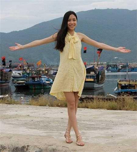 Liên sinh ra ở Nga, năm 2 tuổi sang Ukraine cùng ba mẹ, đến cuối năm 2009 cô cùng gia đình về sống Việt Nam.