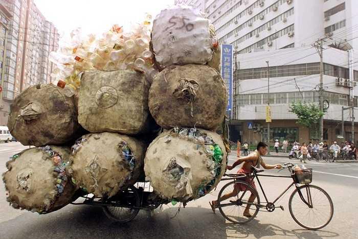 Có lẽ chỉ cần một bao tải đã to hơn so với chiếc xe đạp này
