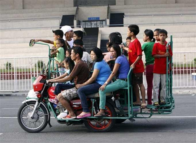 Người ta vẫn nói rằng người Philippines không cần xe bus trường học. Họ chỉ cần những chiếc xe ba bánh là đủ