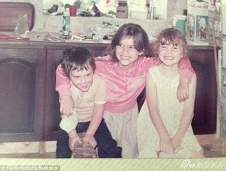 Victoria Beckham sinh ngày 17.04.1974, là chị cả trong gia đình.