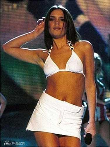 Cuối tháng 2.1997, Spice Girls thu hút sự chú ý của hàng triệu khán giả khắp nước Mỹ và châu Âu khi có hàng loạt hit đình đám.