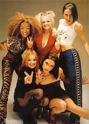 Năm 1996, Victoria gia nhập Spice Girls và ra mắt single đầu tiên, Wannabe.