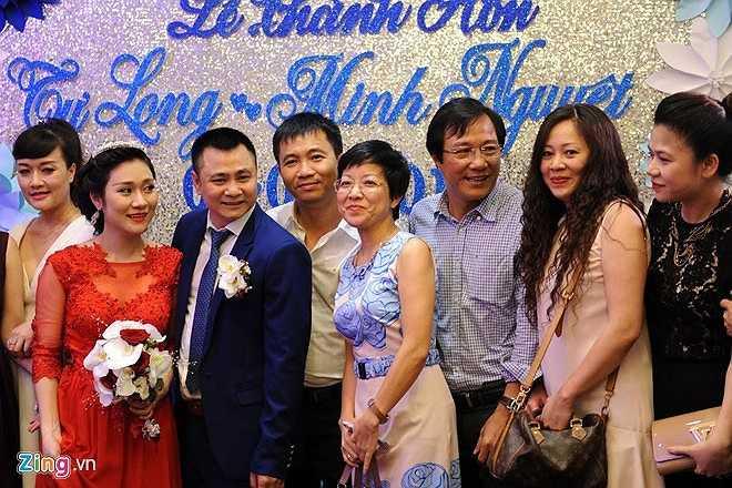 MC Thảo Vân, ca sĩ Thùy Dung và nhiều đồng nghiệp trong giới chia sẻ niềm vui mới với đôi tân lang, tân nương.