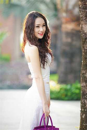 Á hậu trang sức Thái Như Ngọc khoe vẻ quyến rũ khi tham dự một sự kiện tại Đà Nẵng.