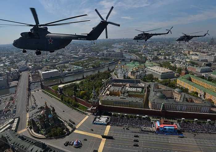 Các trực thăng tham gia duyệt binh nhìn từ trên cao